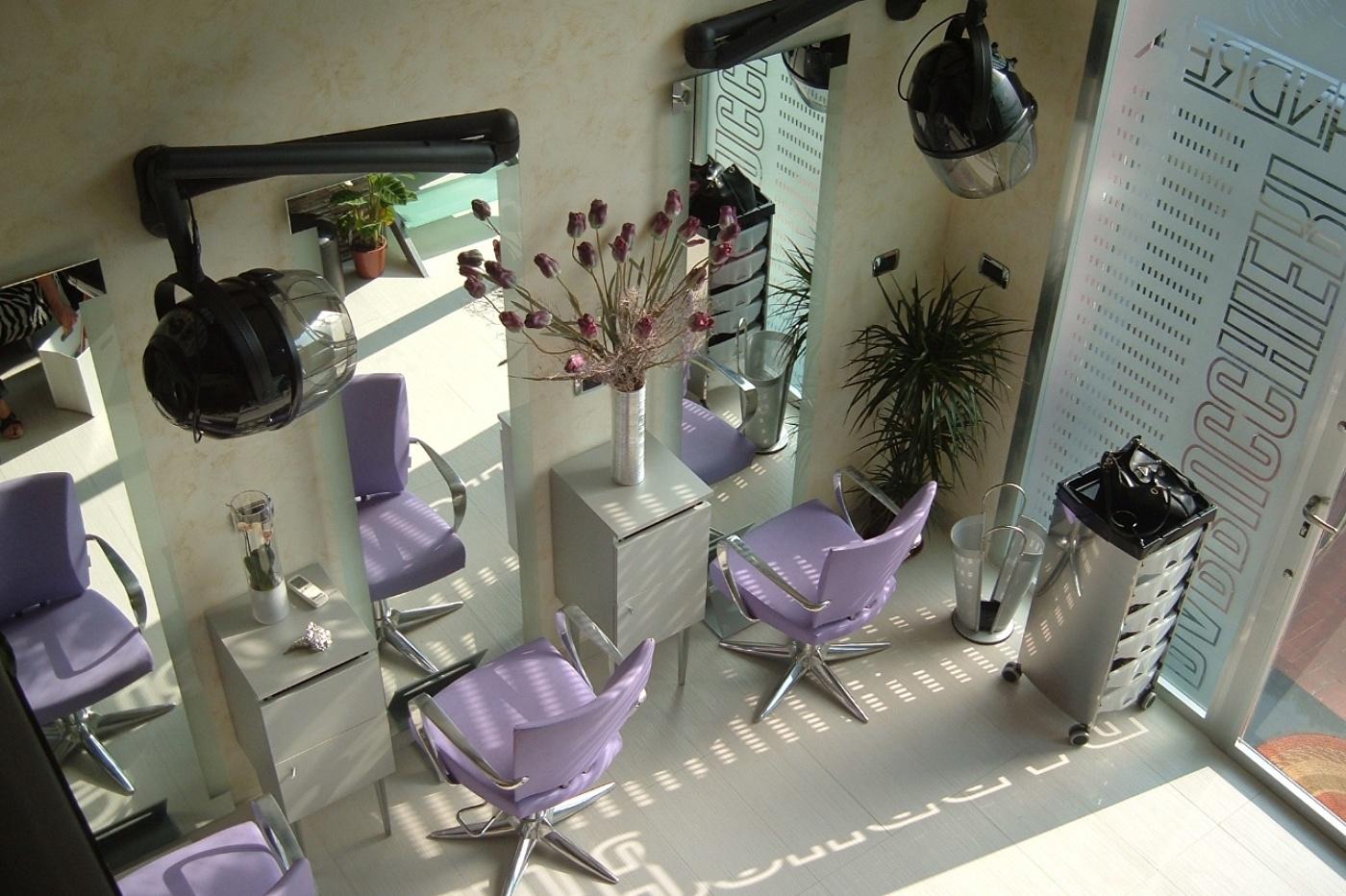 Holy studio architettura negozio per parrucchiere for Interior design negozi