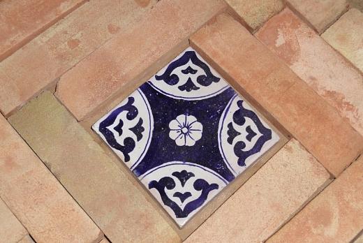 Fornace de marco pavimenti in cotto con inserimento di maioliche - Piastrelle siciliane antiche ...