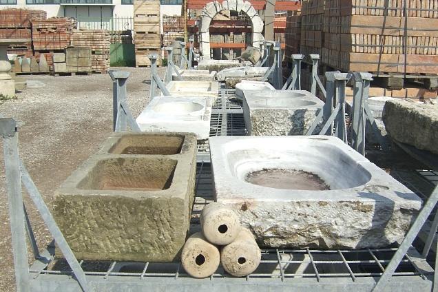 Tavoli Antichi Da Cucina Con Marmo.Pavimenti Di Recupero E Materiali Per Ristrutturazioni Lavandini