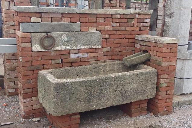 Pavimenti di recupero e materiali per ristrutturazioni - Vasche in pietra da giardino ...