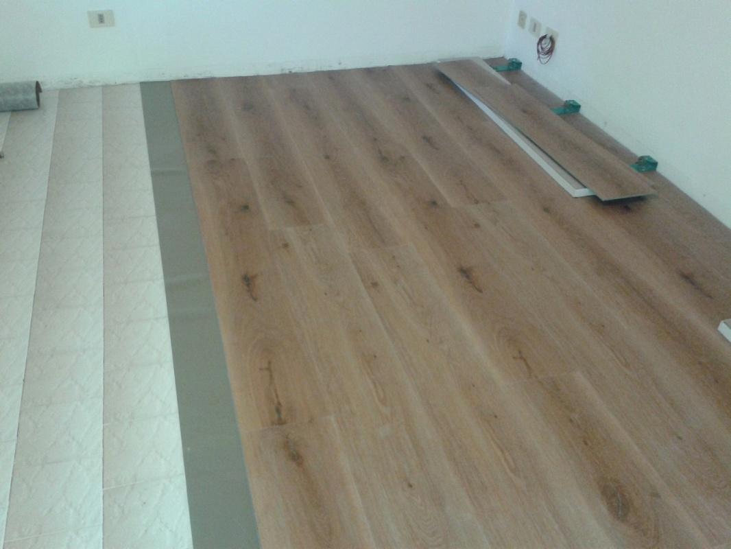 Pavimenti scorrano pavimenti in laminato ac4 32 spessore for Spessore parquet