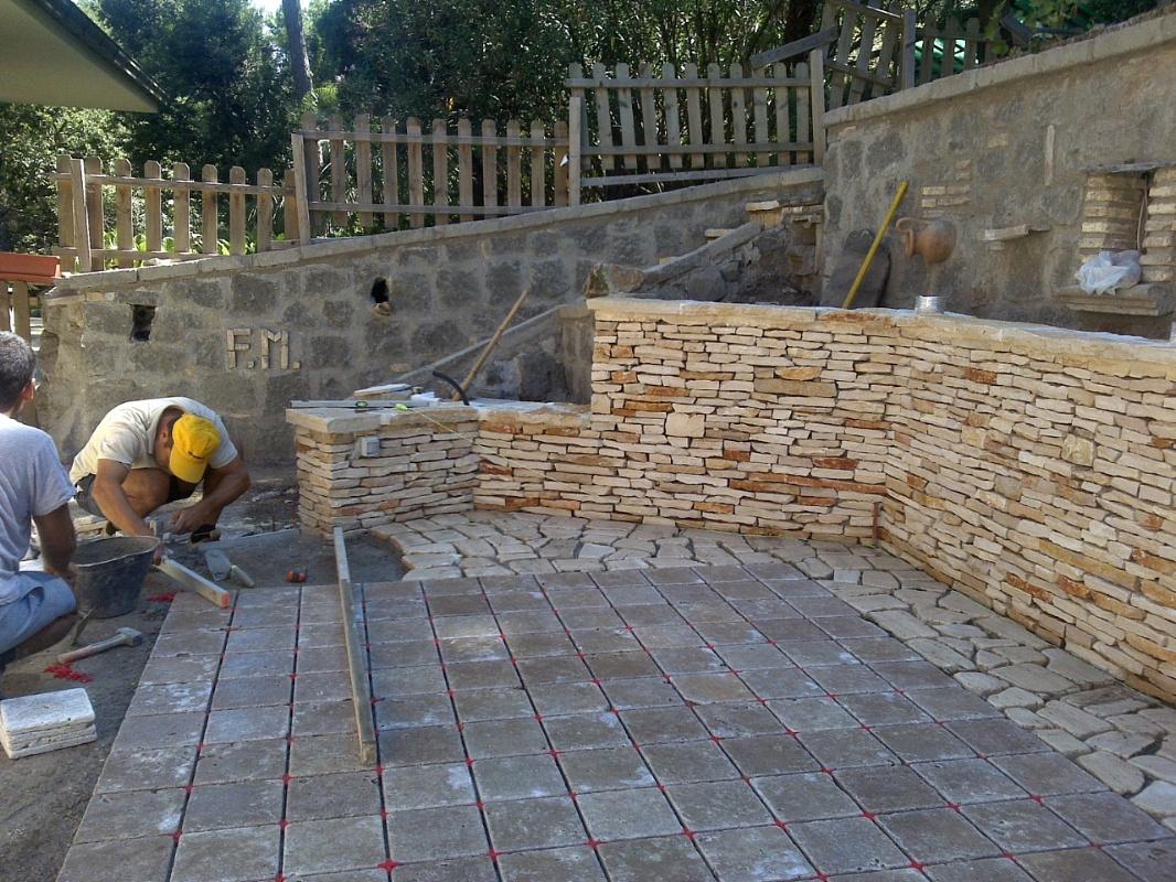 Pavimento In Pietra Di Trani : Castelli romani l arte della pietra rivestimento in pietra