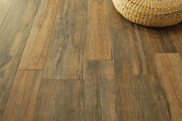 Pavimenti in ceramica effetto legno for Mattonelle interno casa