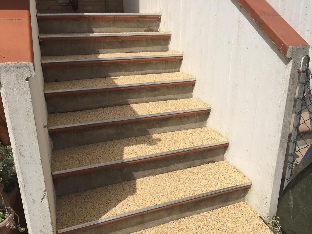Valex parquet livorno rivestimento scala legno resina for Rivestire una scala in legno