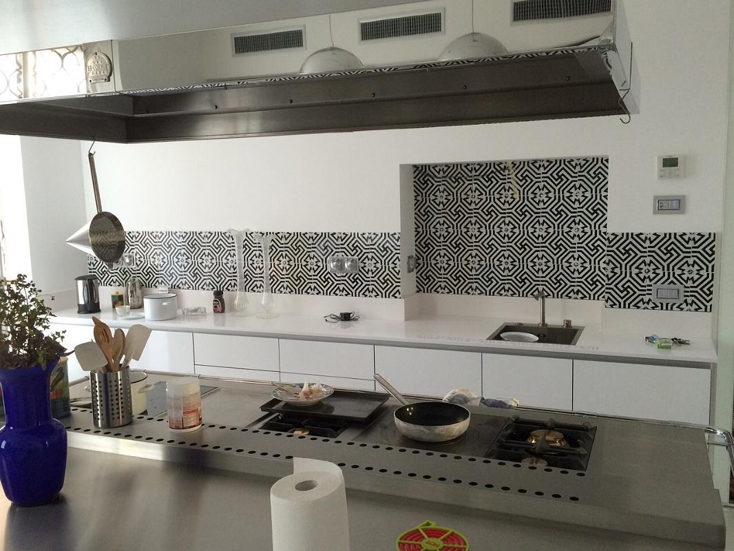 Mattonelle Per Cucine Moderne. Cucina Moderna Con Le Ante Dei ...