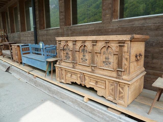 Tavoli da giardino antichi idee creative e innovative for Recinzioni in legno per giardino