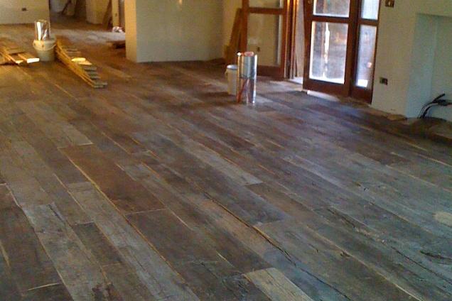Pavimento in tavole di legno - Tavole in legno per pavimenti ...