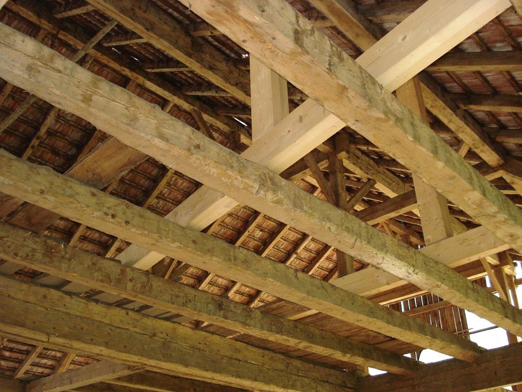 Soffitti in legno antichi decorare la tua casa for Planimetrie di pontili e travi