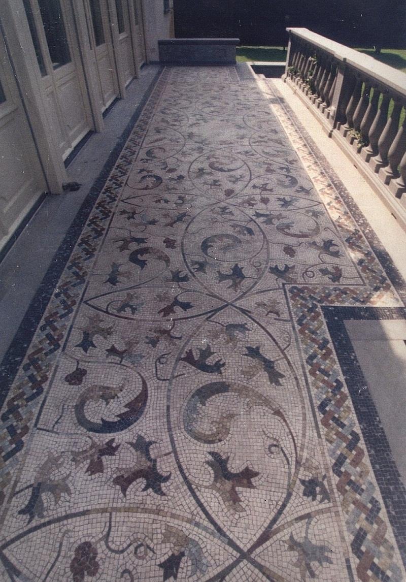 Casa moderna roma italy mosaico per esterno - Pavimento in ciottoli esterno ...