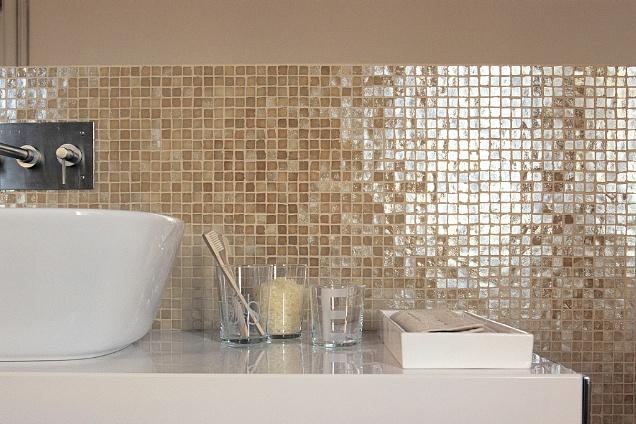 Piastrelle mosaico in bagno foto design mag