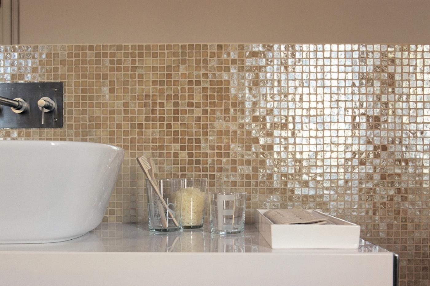 Casa dolce casa casamood made in florim vetro neutra for Mosaico vetro bagno