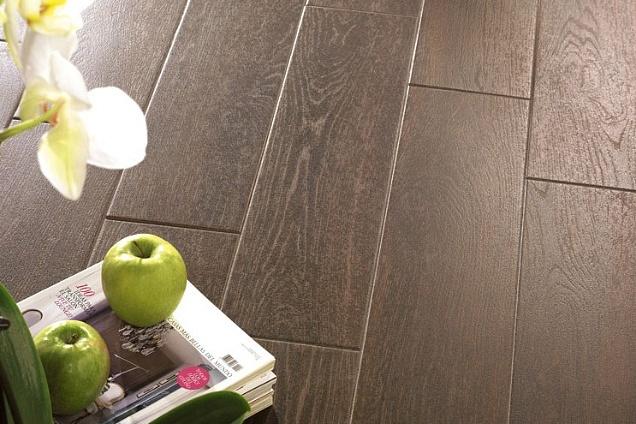 Pavimenti in ceramica effetto legno in varese for Pavimento in legno interno