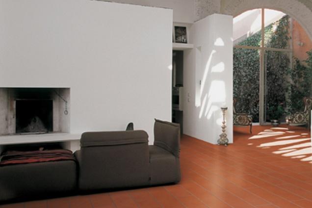 Pavimenti in cotto tabacco for Arredamento moderno su pavimento in cotto