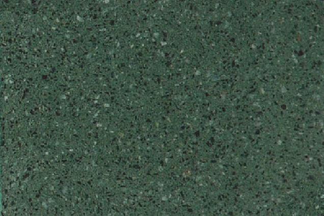 Wc muro di fatto di diverse tonalità di piastrelle verdi per la