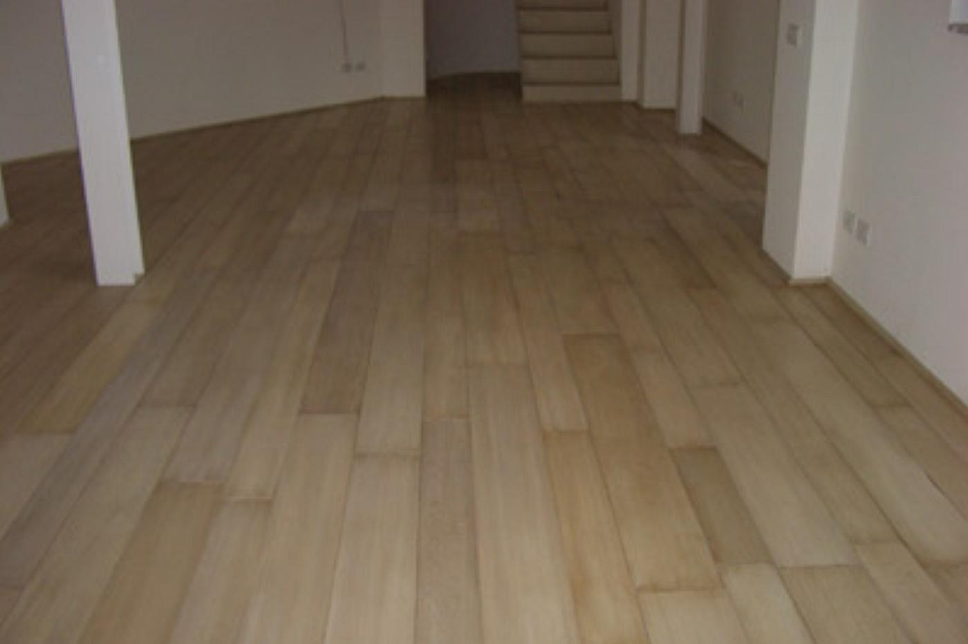 Sols interni di prestigio pavimenti a listoni for Pavimento ceramica effetto parquet