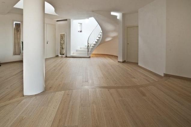 Parquet pavimenti in legno grigio for Spessore parquet