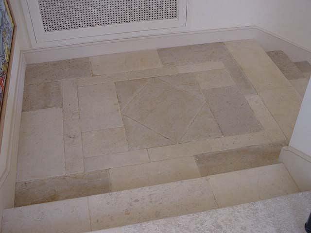 Pavimento esterno pietra leccese poesia gres porcellanato effetto pietra leccese per un - Pavimenti in pietra per esterno ...