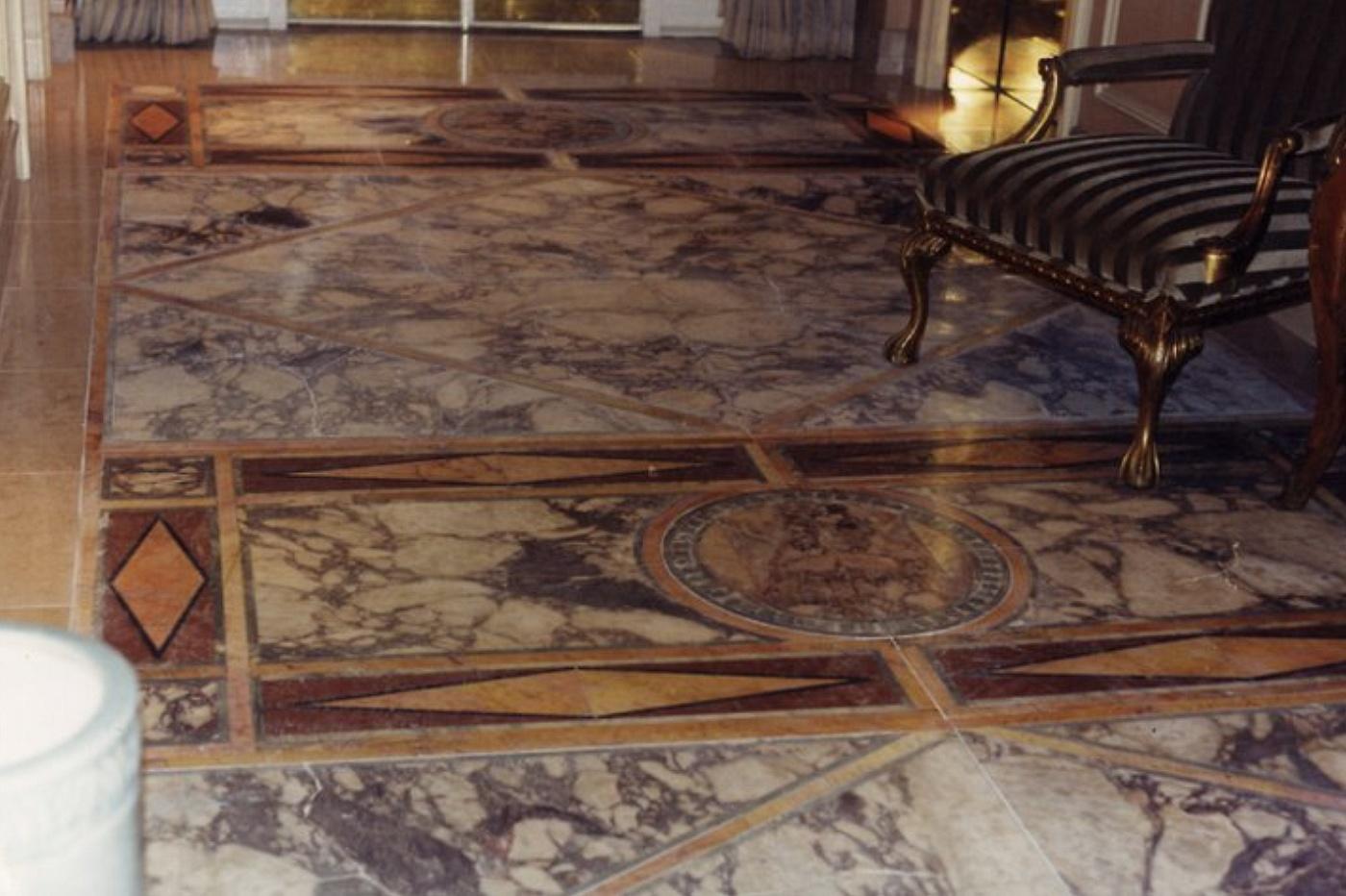 Sols interni di prestigio pavimento in marmo for Mosaici in marmo per pavimenti