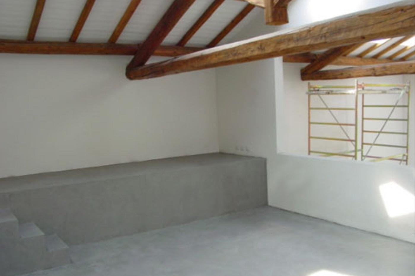 Casa moderna roma italy pavimento in cemento - Pavimenti per casa moderna ...