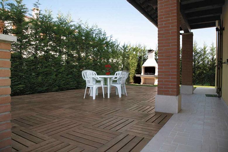 Posa e vendita parquet pavimenti per esterni for Pavimenti per esterni in legno