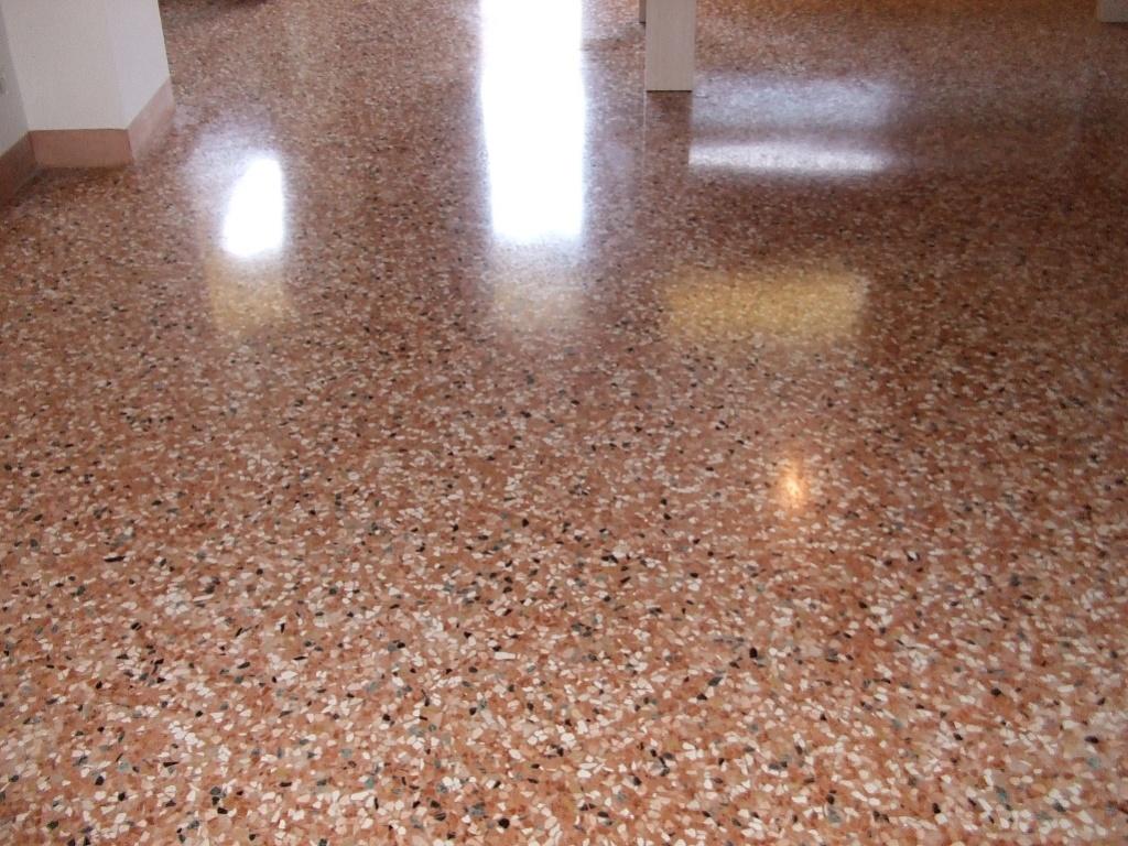 Pavitek sas di arena enzo c sasso lavato for Pavimenti in graniglia e arredamento moderno