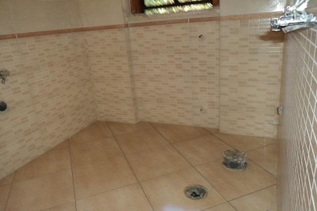 Pavimento a rombo o dritto confortevole soggiorno nella casa - Posa piastrelle diagonale ...