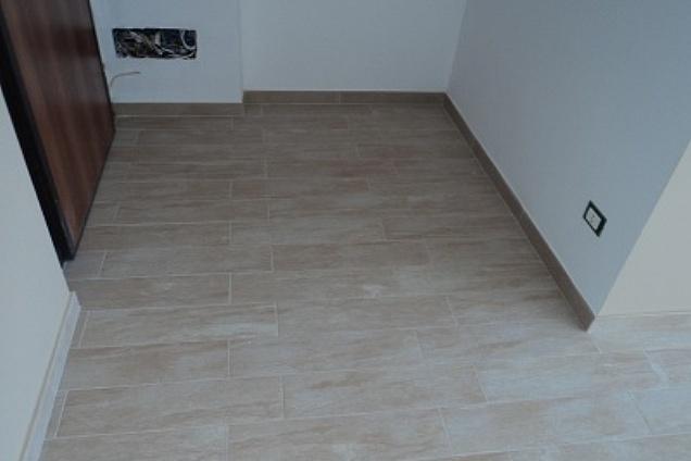 Posatori pavimenti pavimenti in ceramica for Schemi di posa gres porcellanato effetto legno
