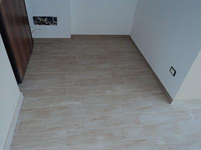 Dutca catalin posa in opera pavimento gres porcellanato - Posare parquet flottante su piastrelle ...