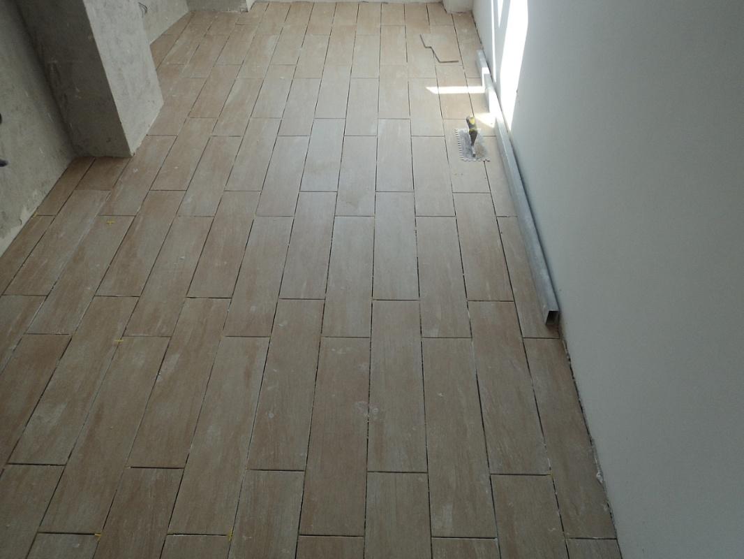 Dutca catalin posa in opera pavimento gres porcellanato for Schemi di posa gres porcellanato effetto legno