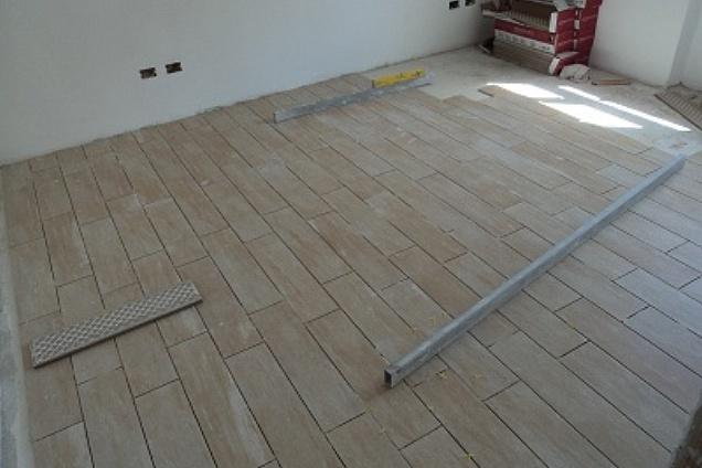 Posatori pavimenti for Schemi di posa gres porcellanato effetto legno