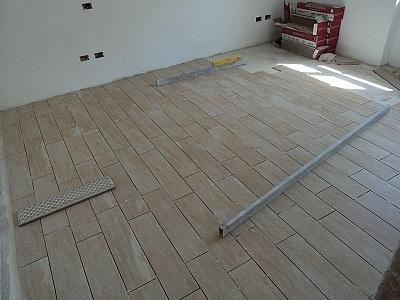 Dutca catalin posa in opera pavimento gres porcellanato - Posa piastrelle pavimento ...