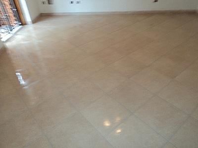 Posa pavimento a rombo confortevole soggiorno nella casa - Posa piastrelle su pavimento radiante ...