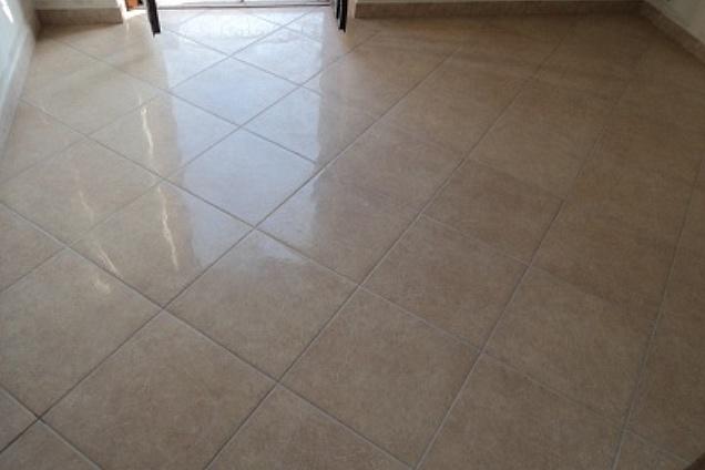 Posa pavimento a rombo confortevole soggiorno nella casa - Posa piastrelle diagonale ...