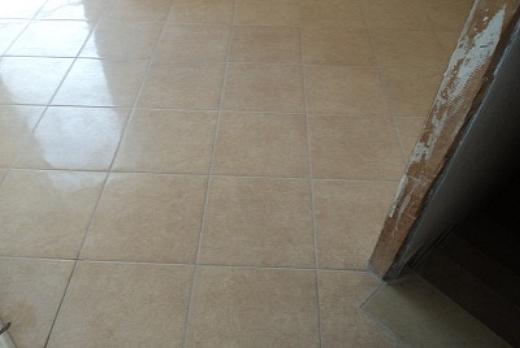 Dutca catalin posa in opera pavimenti gres porcellanato for Piastrelle cucina rombo