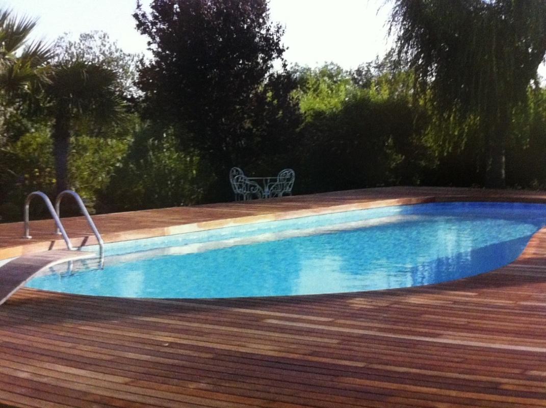 Arredamenti moquettes parquet per esterno - Pavimenti bordo piscina in legno ...