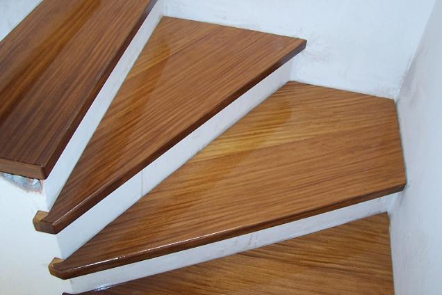 Posatori pavimenti rivestimenti in lombardia for Rivestire una scala in legno
