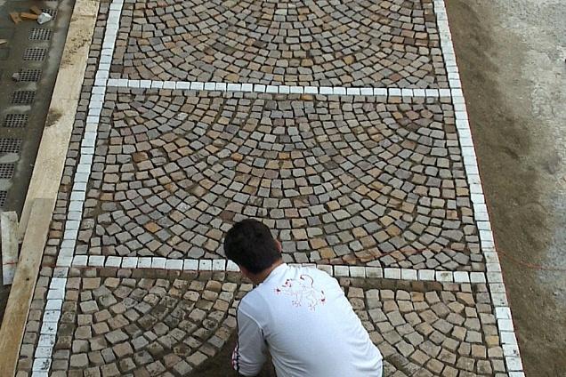 Pavimenti in roma for Giardino piastrellato