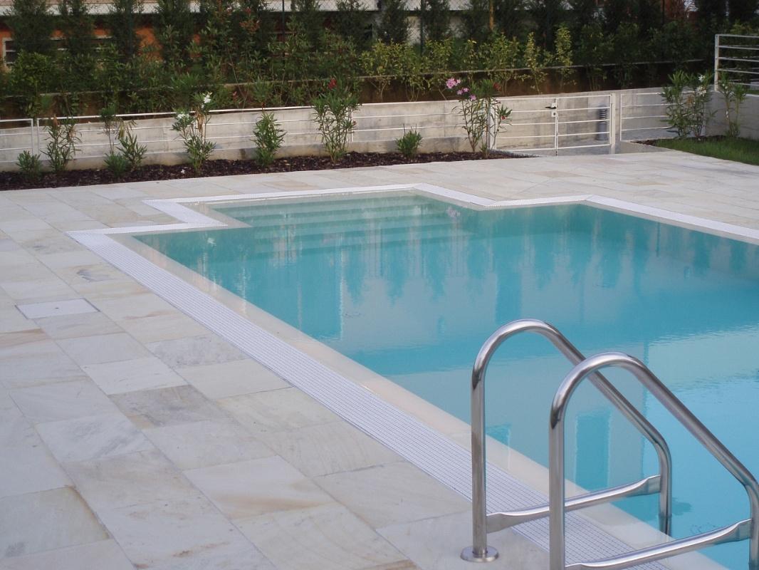 Picaprede di darkin maffi piscine - Pavimenti bordo piscina in legno ...
