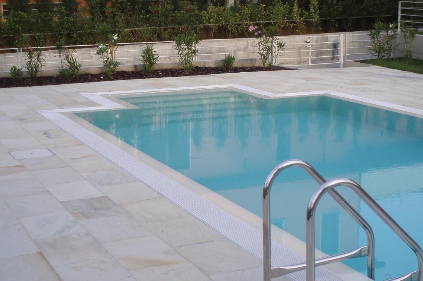 Picaprede di darkin maffi piscine - Piastrelle bordo piscina ...