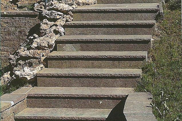 Posatori pavimenti pavimenti in marmo pietra in for Scale esterne in porfido