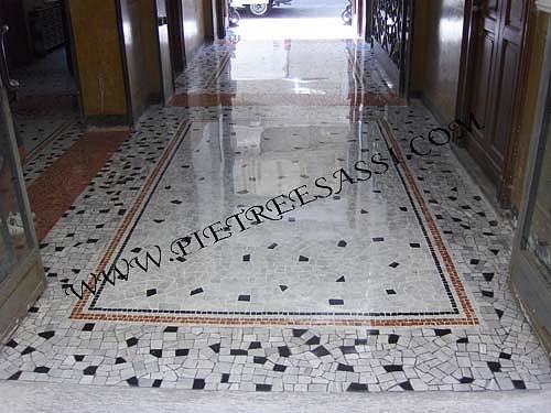 Pietre e sassi pavimento in palladiana e mosaico di for Mosaici pavimenti interni