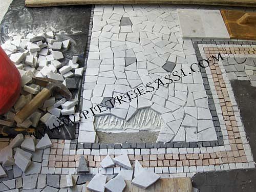 Pietre e sassi pavimento in palladiana e mosaico di for Mosaici in marmo per pavimenti