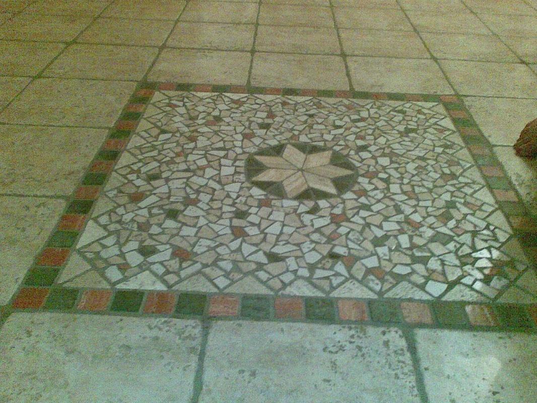Pavimenti In Cotto Con Mosaico : Bagno bianco e nero moderno con bagno classico con mattonelle in