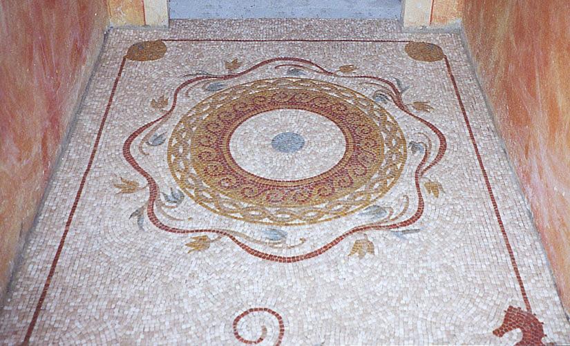 Bagno per interni per bagno cieco with bagno per interni for Pavimenti mosaici per interni