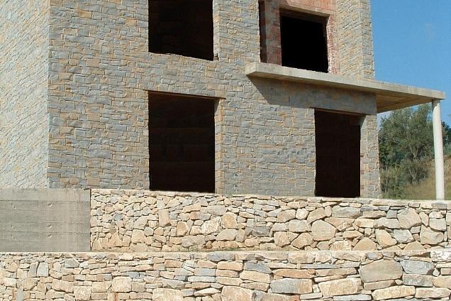 Rivestimento esterno in pietra naturale